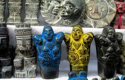 Förebilder på mercado de las brujas i Bolivia Arkivbild