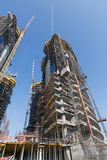 Förenade Arabemiraten Dubai, 05/21/2015, Damac står högt Dubai vid Paramount, konstruktions- och byggnadsarielsikter med cityscap Royaltyfria Bilder