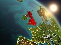 Förenade kungariket från utrymme under soluppgång Royaltyfria Bilder