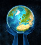 Förenade kungariket på jord i händer Vektor Illustrationer