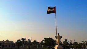 Förenadeen Arabemiraten sjunker att vinka i den Sharjah staden på solnedgången