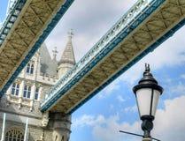 förenat london för blått brotimmekungarike lågt taget torn Royaltyfri Foto
