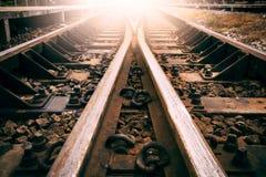 Föreningspunkten av bruk för järnvägspåret för drev transporterar och landar tra Arkivfoto
