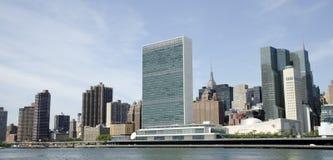 Förenta Nationerna och NYC-horisonten royaltyfri fotografi
