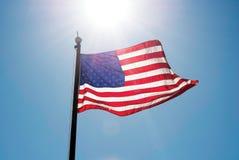 Förenta staternaflagga på himmel arkivfoto