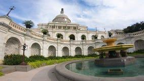 Förenta staternahuvudbyggnad, brett vinkelskott för kongress bredvid springbrunnen - bred vinkel för Washington DC arkivbild