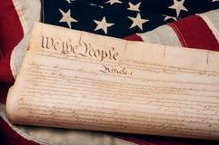 Förenta staternakonstitution på en amerikanska flaggan Royaltyfria Foton