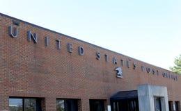 Förenta staternastolpe - kontorsbyggnad Arkivfoton