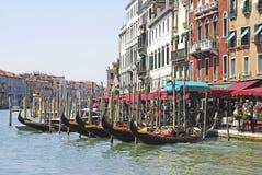 Gondoler i Venedig arkivbilder
