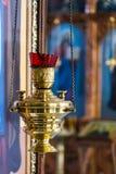 föreställer kyrklig enlightmenttro för candlelight Royaltyfri Foto