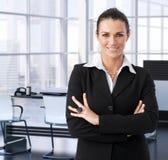 Företags affärskvinna i utövande kontor Royaltyfria Bilder