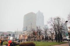 Företags byggnader i Warszawa royaltyfri bild