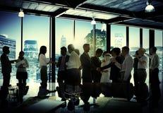 Företags diskussion för affärsfolk som möter Team Concept Fotografering för Bildbyråer