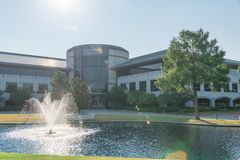 Företags högkvarteruniversitetsområde av Keurig Dr Pepper i Plano, Texa Fotografering för Bildbyråer