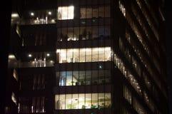 Företags kontor vid natt Fotografering för Bildbyråer