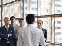 Företagsledaredanandepresentation och idékläckning Arkivfoto