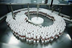 företagslinje farmaceutisk produktion Arkivfoto
