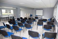 Företagslobby, stol i ett tomt rum med inget Royaltyfri Fotografi