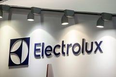 Företagslogo för AB Electrolux på väggen Electrolux är en svensk multinationell producent för hem- anordning Arkivbilder