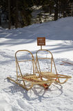 Förfölja sleds på snow Royaltyfri Foto