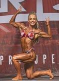 Förföriskt och Buff Pro Fitness Winner royaltyfria foton
