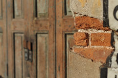Förfall för tegelstenhusvägg Arkivbilder