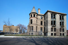 Förfalla byggnad i Detroit, Michigan Arkivfoton
