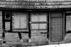 Förfalla den korsvirkes- fasaden arkivfoto