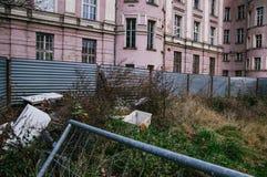Förfalla stads- plats Arkivbilder