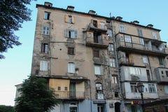 Förfallen byggnad av Corte, Corse, Frankrike Arkivbild