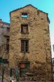 Förfallen byggnad av Corte, Corse, Frankrike Royaltyfria Foton