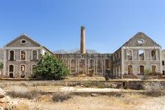 Förfallen fabrik i Spanien Arkivbild