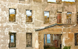 Förfallen vägg för konkret byggnad Arkivbilder