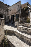 Förfallet hus i Megalochori, Santorini Arkivfoton