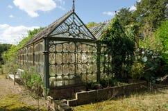 Förfallet viktorianskt växthus royaltyfria foton