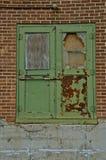 Förfallna dörrar av ett lager Fotografering för Bildbyråer