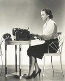 Författare på arbete arkivbilder