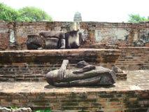 Förflyttad kroppstaty i Ayutthaya Thailand royaltyfria foton