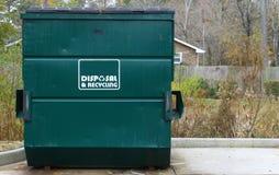 Förfogande- och återvinningdumpster Fotografering för Bildbyråer