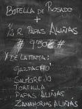 Förgrund av en affisch av menyn i en typisk spansk restaura fotografering för bildbyråer