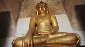 Förgylld Buddhastaty. Burma Bagan