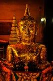 Förgylld Buddhastaty för guld- Buddha Arkivfoton