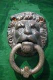 Förgylld knopp för lejonhuvuddörr Royaltyfri Foto