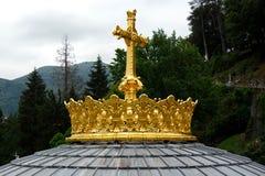 Förgylld krona av Lourdes Basilica Arkivbilder