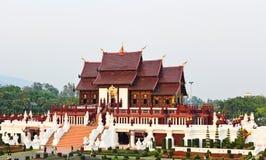 förgyllt kungligt thai för arkitektur Arkivfoton
