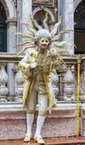 Förklädd man - Venedig karneval 2014 Arkivfoto