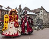 Förklädda personer i Annecy Arkivfoton