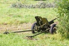 Förklätt sovjetiskt fältvapen 45mm Arkivfoton
