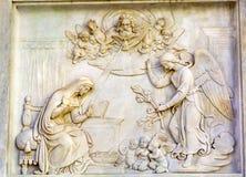 FörklaringAngel Virgin Mary Statue Immaculate befruktning Colu Royaltyfria Foton