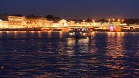 Förklaringbro, klaffbron, bron på floden Neva, St Petersburg, Ryssland arkivfilmer